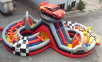 Toboggan gonflable obstacles-cars